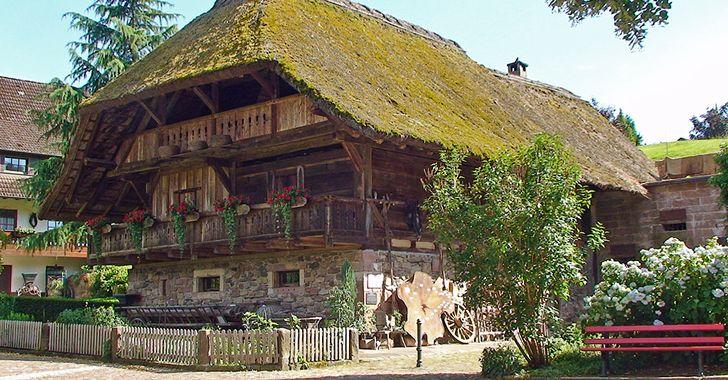 Schwarzwald -  der typische Schwarzwald-Speicher wurde von nahen Holdersbach nach  Oberharmersbach versetzt und als Museum eingerichtet.