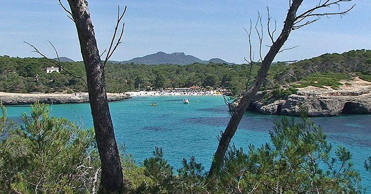 Cala Mondrago – Blick vom Naturpfad auf den Eingang der Bucht