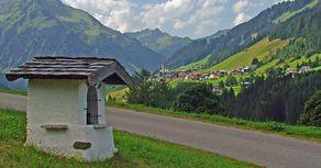 Kleinwalsertal - Blick von Süden auf Mittelberg