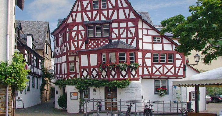 Ediger-Eller - im bestens renovierten Fachwerkhaus Holle Häisje findet man die Tourist-Info