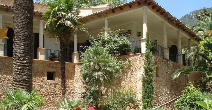Mallorca – Jardines de Alfabia – Herrenhaus inmitten von Palmen