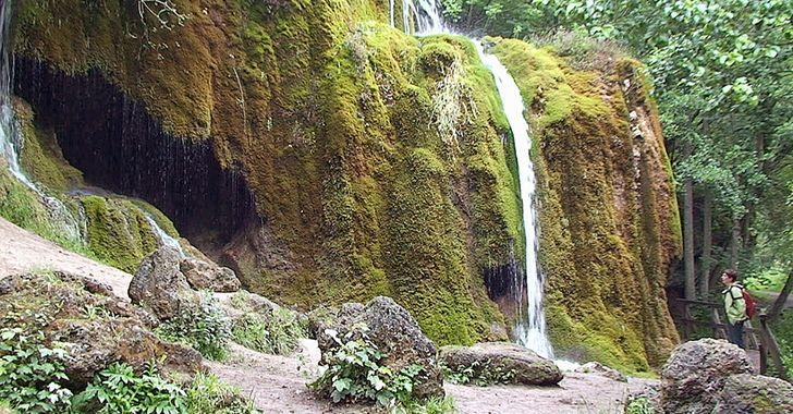 Dreimühlen Wasserfall in der Eifel, Naturdenkmals zwischen Niederehe, Nohn und Ahütte.
